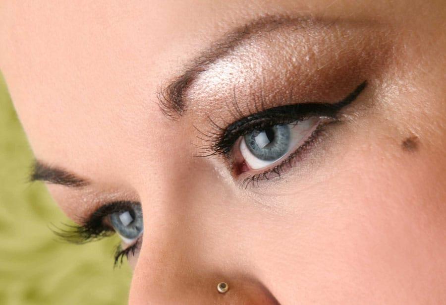 Augen gross